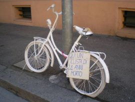 from: http://radio.rcdc.it/archives/una-ghost-bike-per-non-dimenticare-paride/
